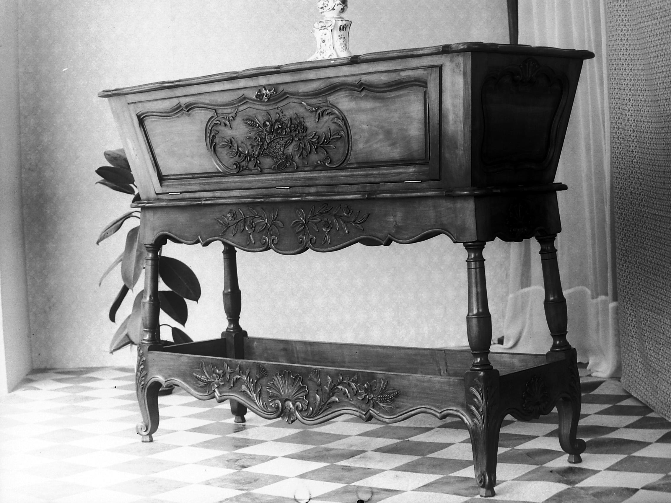 artisanat meuble revel. Black Bedroom Furniture Sets. Home Design Ideas